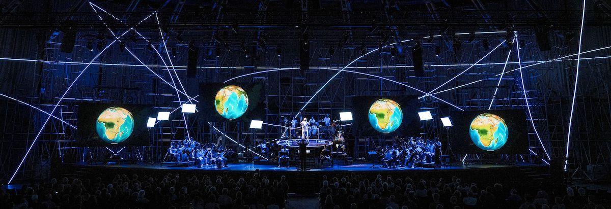 """Michaels Reise um die Erde"" (Foto: Ruth & Martin Walz / Dutch National Opera)"