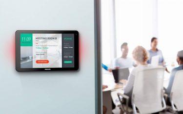 Mit GoBright arbeitender Screen an einem Konferenzraum (Foto: Philips Professional Display Solutions)