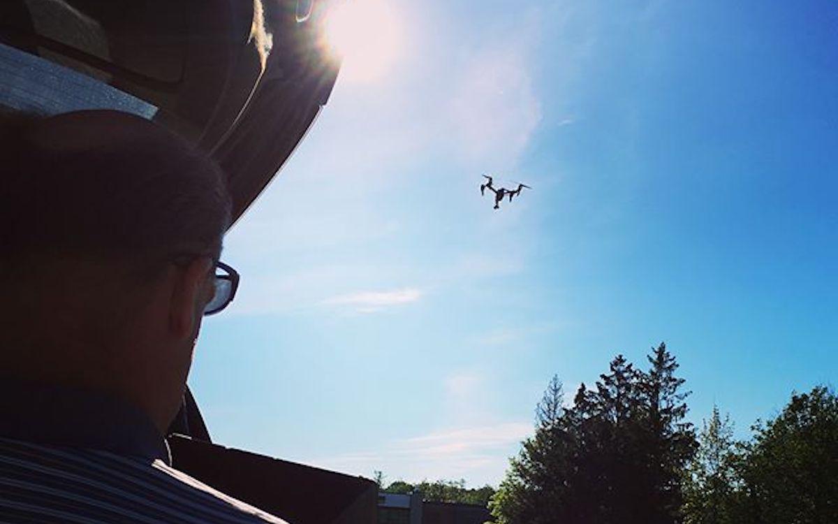 RedStraw-Kameramann bei einem Shooting mit Kamera Drohne (Foto: RedStaw)