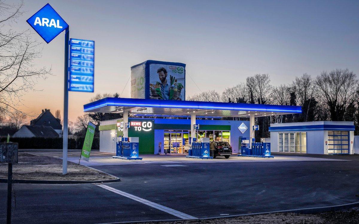 Digital Signage Installationen an Tankstellen benötigen spezieller Zertifizierungen (Foto: Aral)