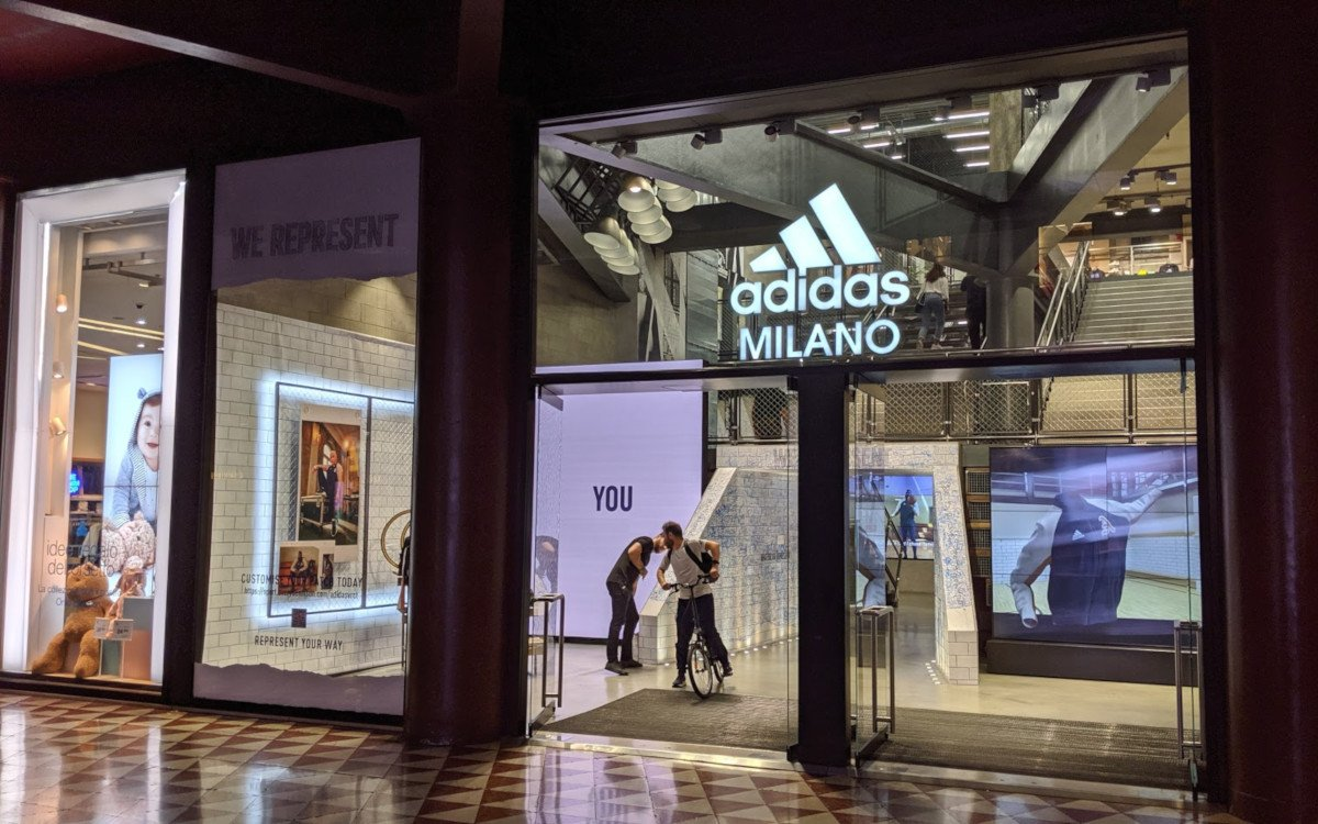 Adidas Flagship in Mailand - LED meets LCD (Foto: invidis)