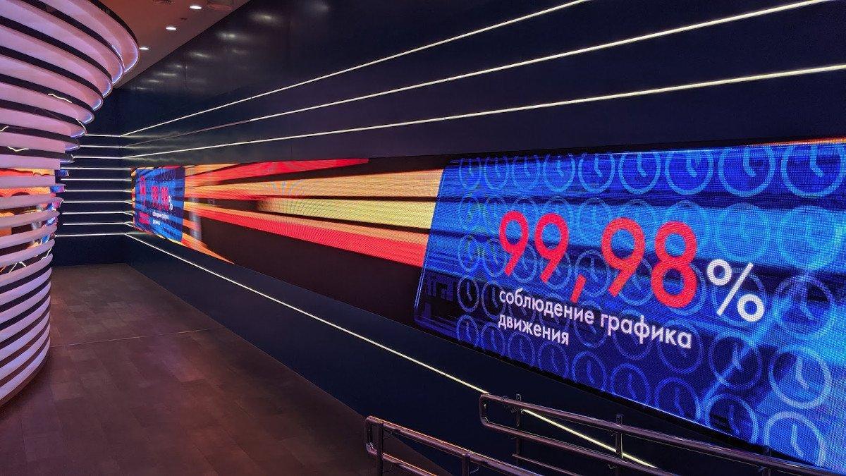 LED auch innen - Dynamische Infowände informieren über die neuen Metro-Projekte (Foto: invidis)