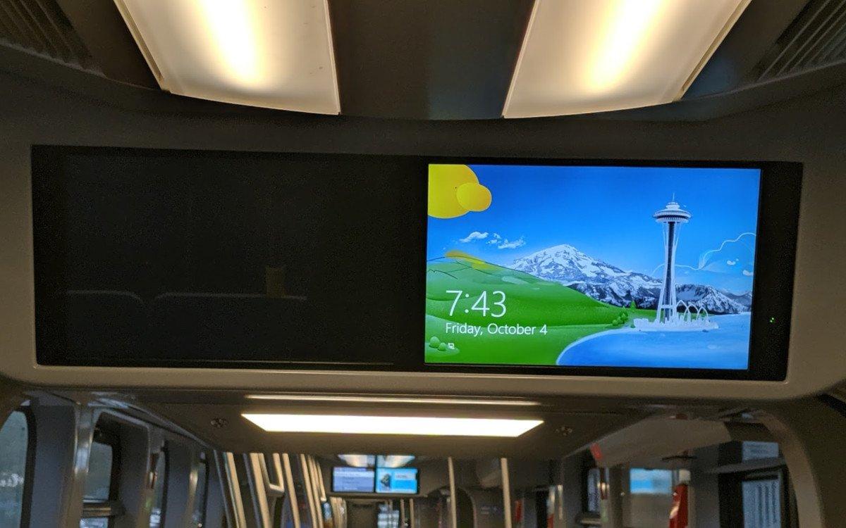 Windows Seattle Background in Münchner Tram (Foto: invidis)