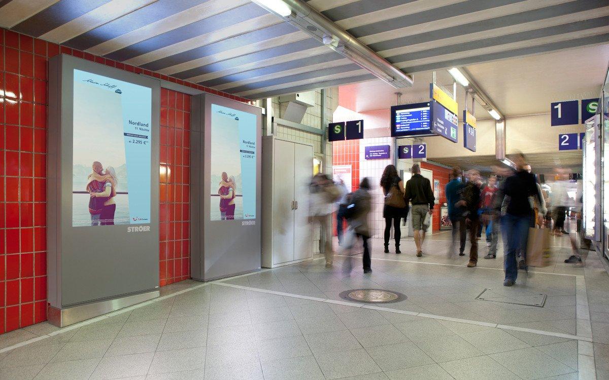 Programmatische DooH-Kampagne der TUI auf Ströer Infoscreen in München (Foto: Kinetic/Tui)
