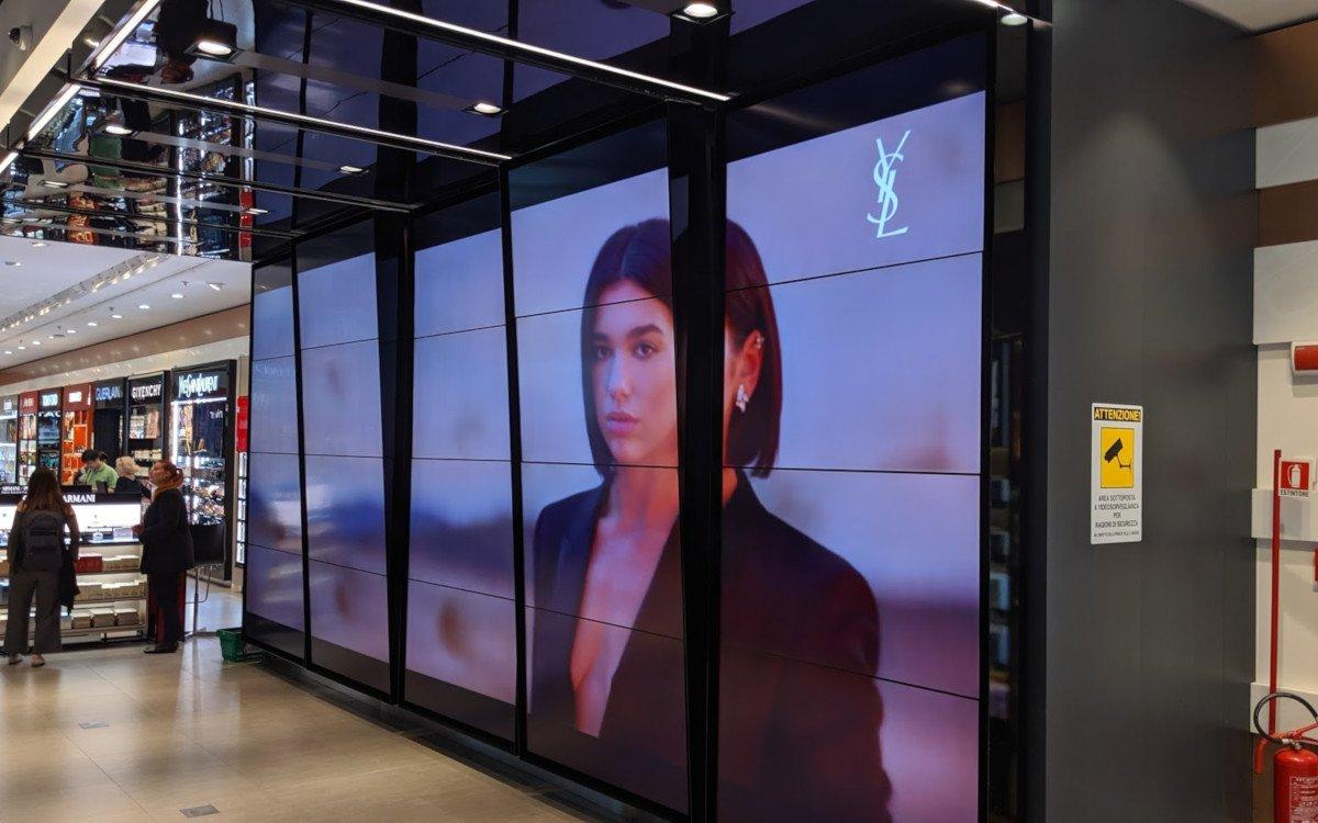 Videowall mit dem besonderen etwas - Dufry Mailand Malpensa (Foto: invidis)