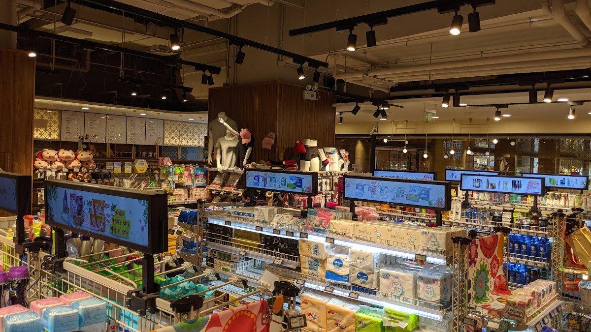Bartype Screens auf Supermarktregal bei Carrefour in Peking (Foto: invidis)