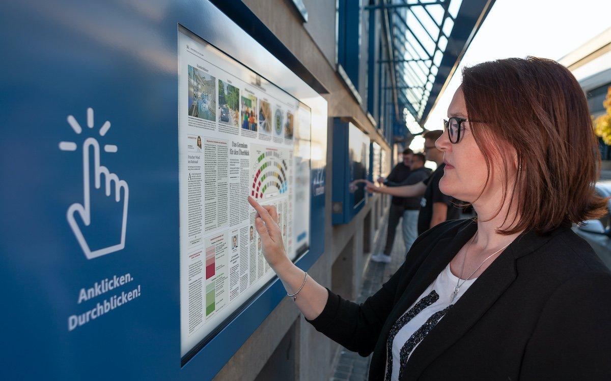 An 4K High Brightness Screens mit Touch können Nutzer die Pforzheimer Zeitung nun intensiver nutzen (Foto: Dominik Roenneke)