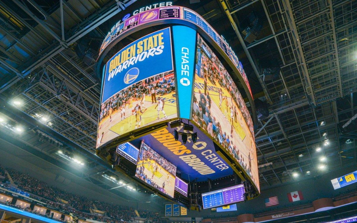 Die Golden State Warriors nutzen nun das größte Centerhung-LED-Display der gesamten NBA (Foto: Samsung)