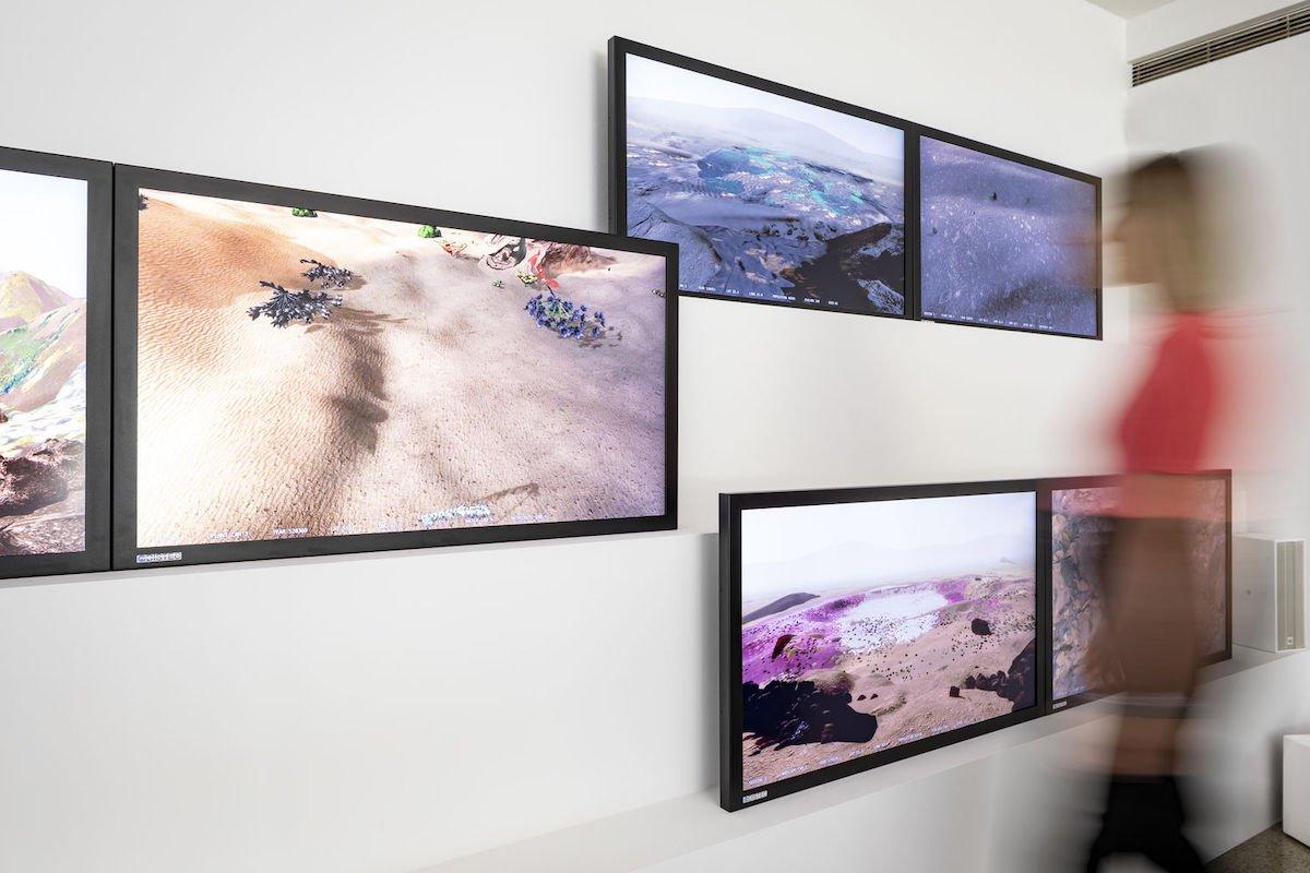 """Für """"The Wilding of Mars"""" werden 12 Screens von Distec genutzt (Foto: Vitra Design Museum / Bettina Matthiesen)"""