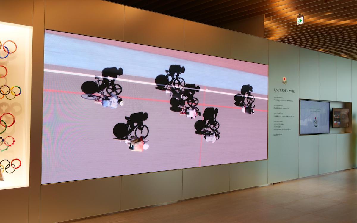 Grosser LED Screen zur Begrüßung der Besucher (Foto: Panasonic)
