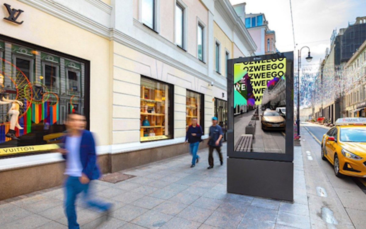 """Moskau: Der """"Ozweego"""" wird in DooH und mit AR-Unterstützung beworben (Foto: Russ Outdoor)"""