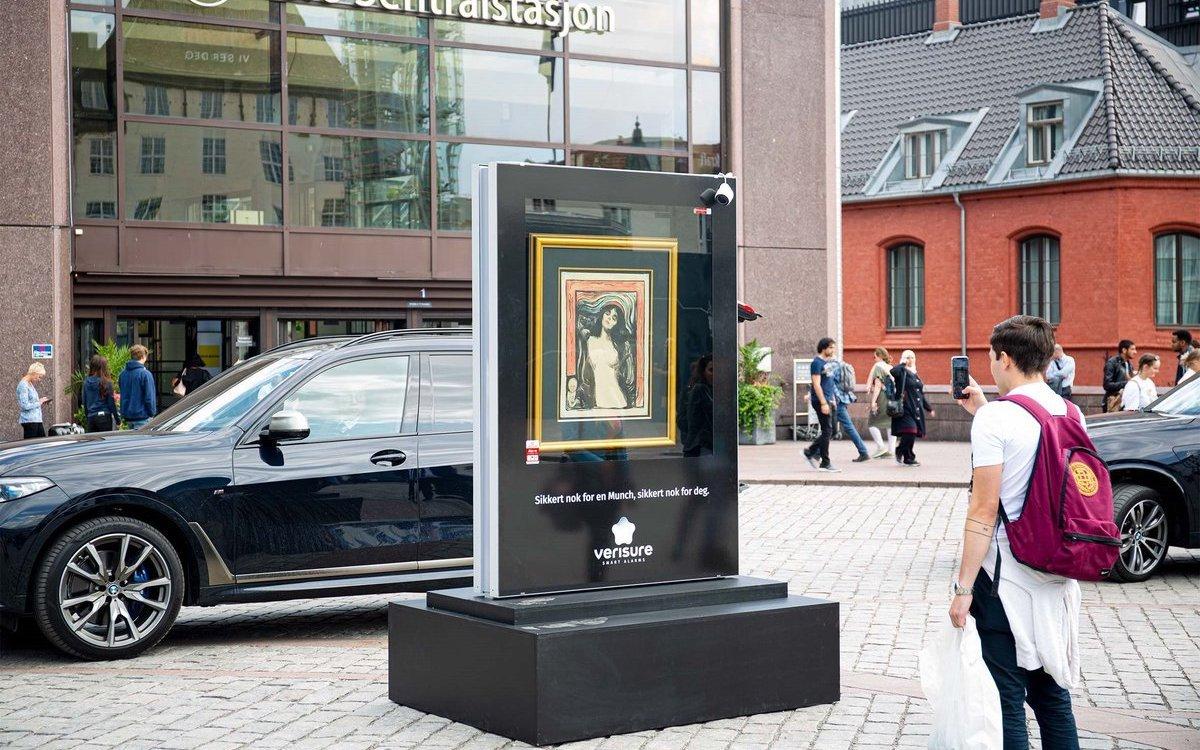 """Raus aus dem Museum, rein ins Vergnügen: Edvard Munchs """"Madonna"""" vor dem Hauptbahnhof der norwegischen Hauptstadt (Foto: JCDecaux)"""