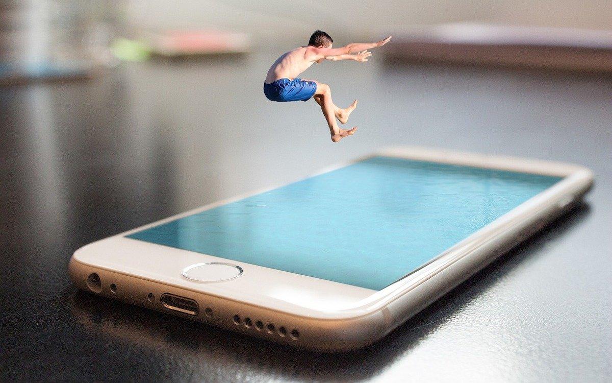 Sprung ins kalte Wasser: Apple muss wenigstens kurzfristig in JDI investieren, um die Lieferung mit kleinen OLED Screens sicherstellen zu können, Symbolbild (Foto: Pixabay / asderknaster)