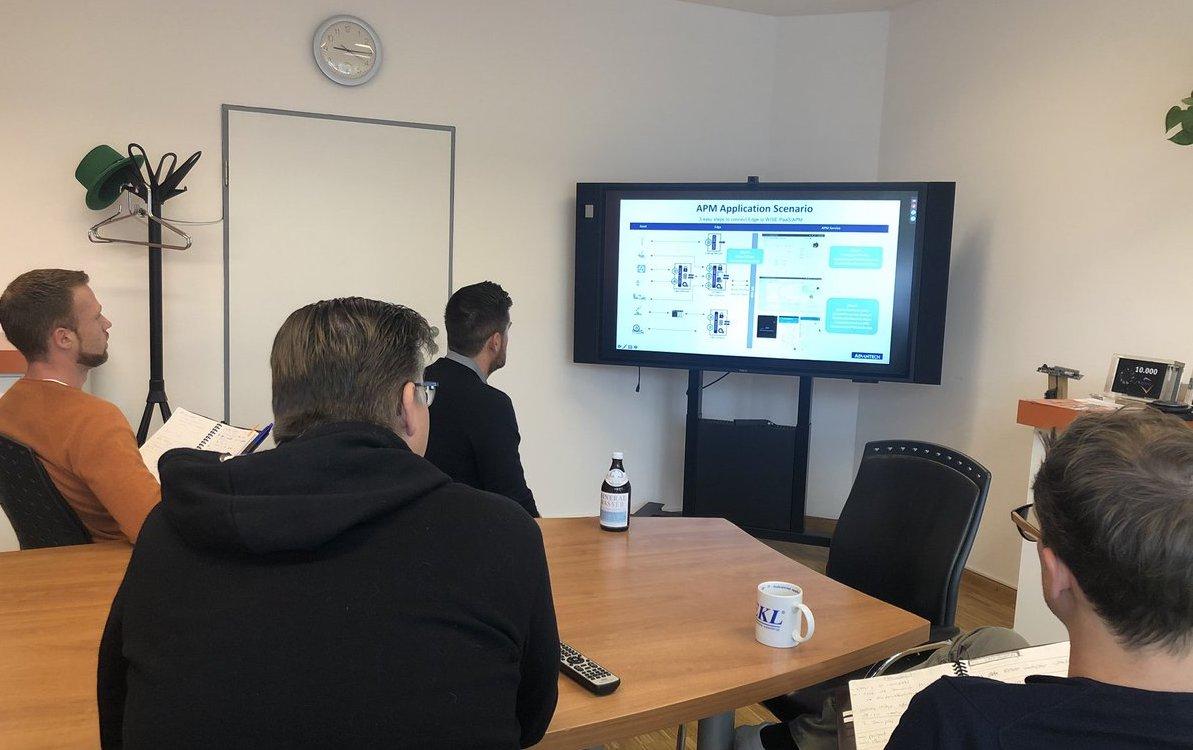 Team von Aaronn Electronic bei der Teilnahme an einem Advantech-Webinar zu einer IoT Cloud Platform (Foto: Aaronn Electronic)