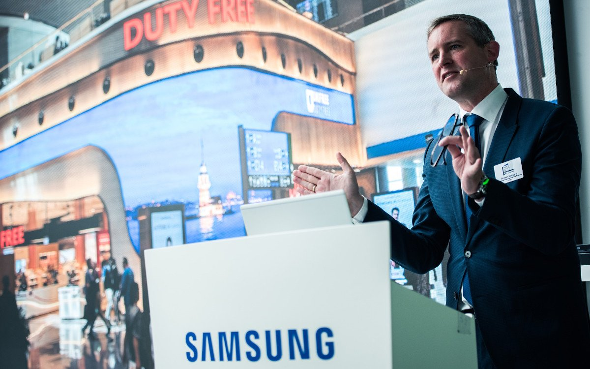 Dgital Signage Keynote von Florian Rotberg / invidis (Foto: Samsung)