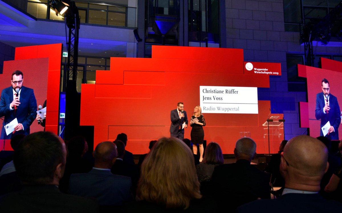 LED Installation für den Wuppertaler Wirtschaftspreis (Foto: Innlights)