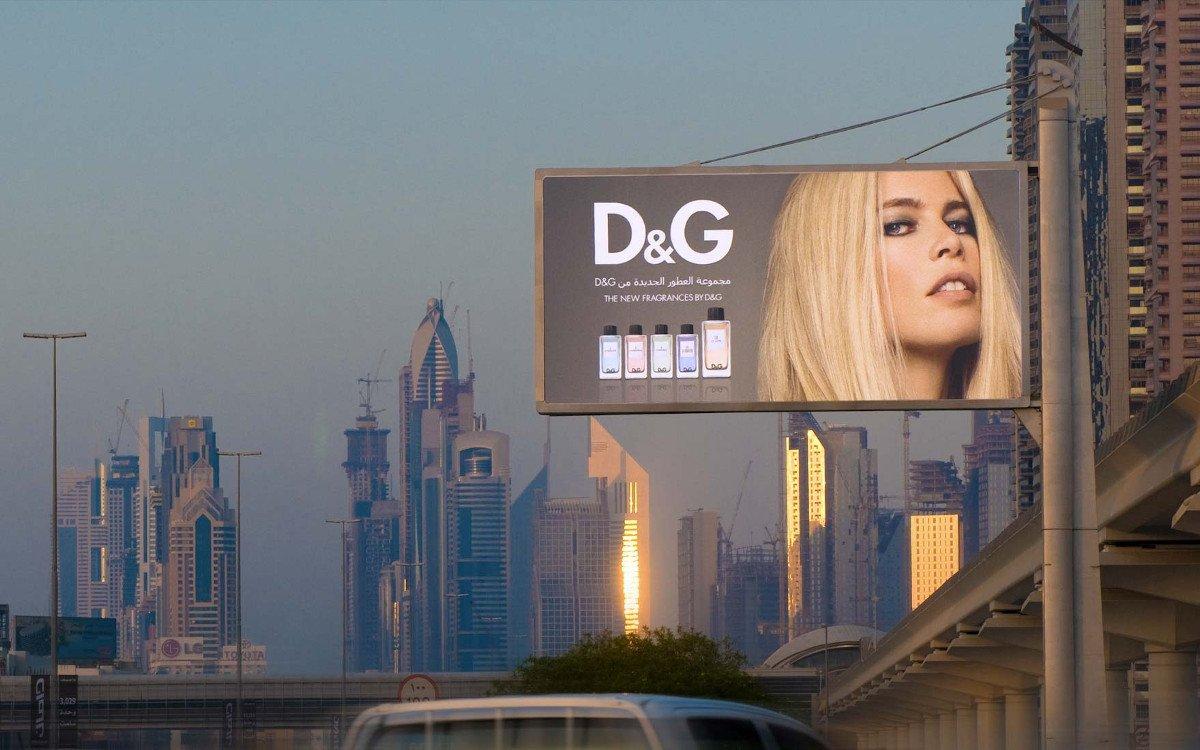Plakatflächen an der berühmten Sheik-Zayed-Road in Dubai (Foto: Backlite)