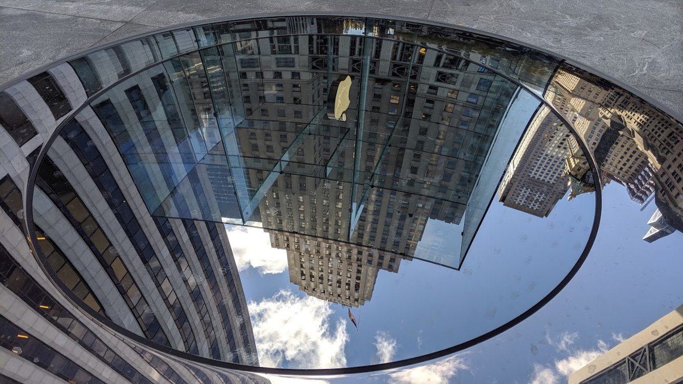 Neue Perspektiven - runderneuerter Apple Store in New York City (Foto: invidis)