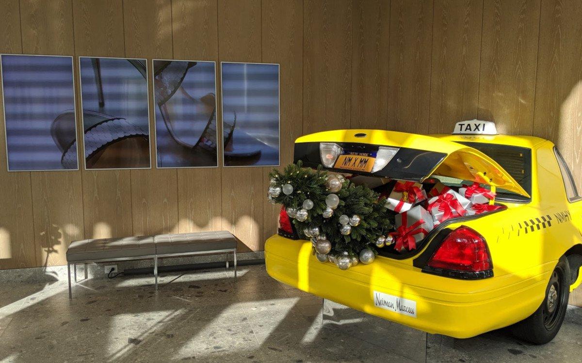 Display trifft Weihnachtsbaum - Zeit für invidis Jahresrückblicke (Foto: invidis)