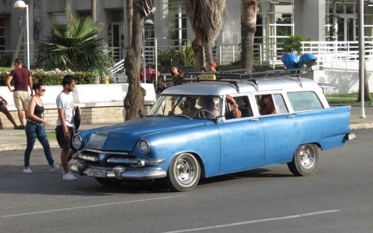 Aus Alt macht Neu - so wie hier ein Taxi in Havanna (Foto: invidis)