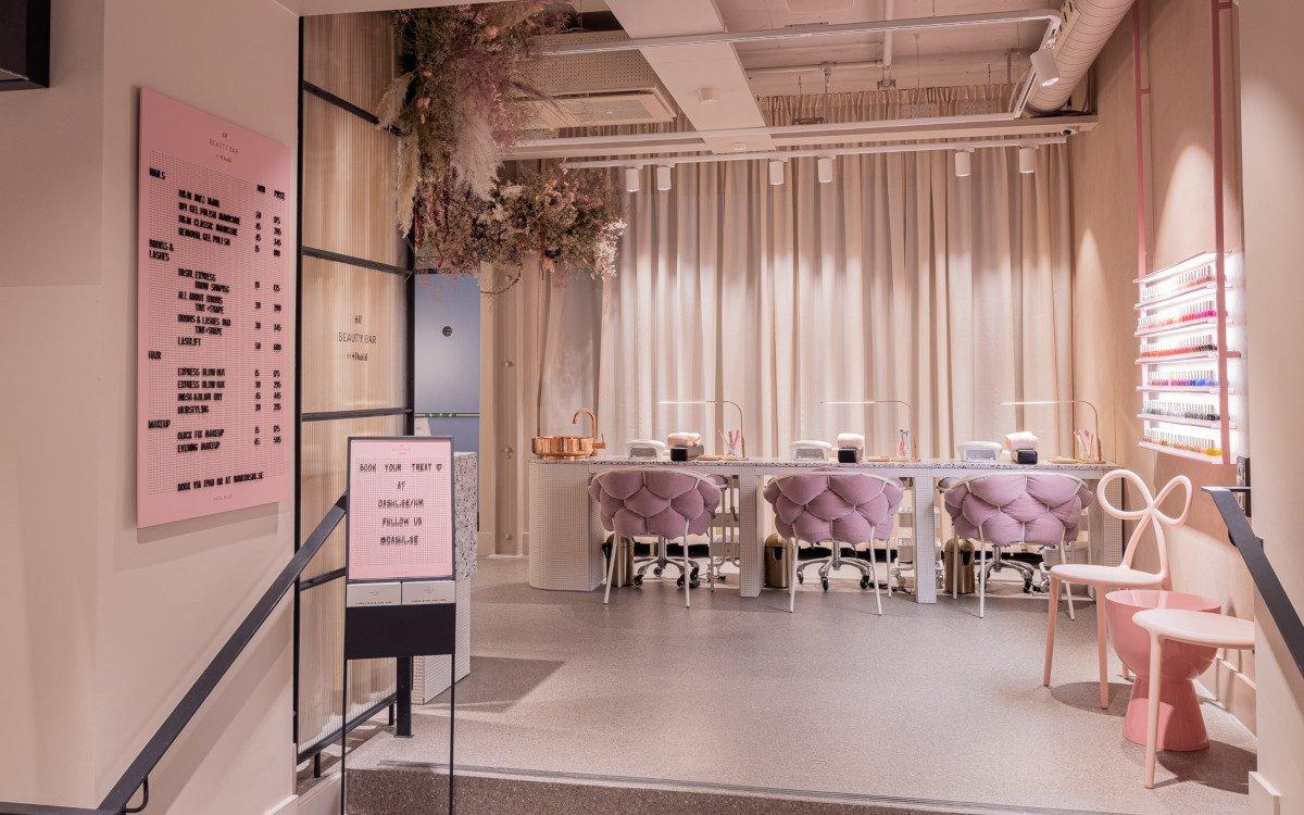 Beauty ab 07:30h - neuer H&M Flagship in Stockholm (Foto: H&M David Thunander/Thunander at GMail.com)