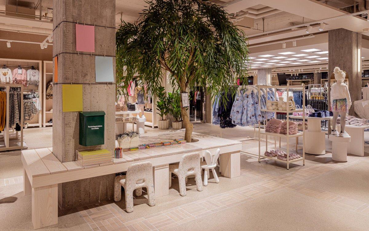 Kinderecke - Papier und Stifte anstelle von iPads - auch das ist der neue H&M Flagship in Stockholm (Foto: H&M David Thunander/Thunander at GMail.com)