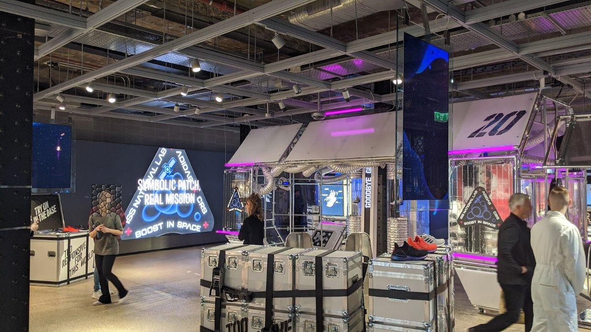 Eingangsbereich verwandelt sich für jeden Produktlaunch (Foto: invidis)