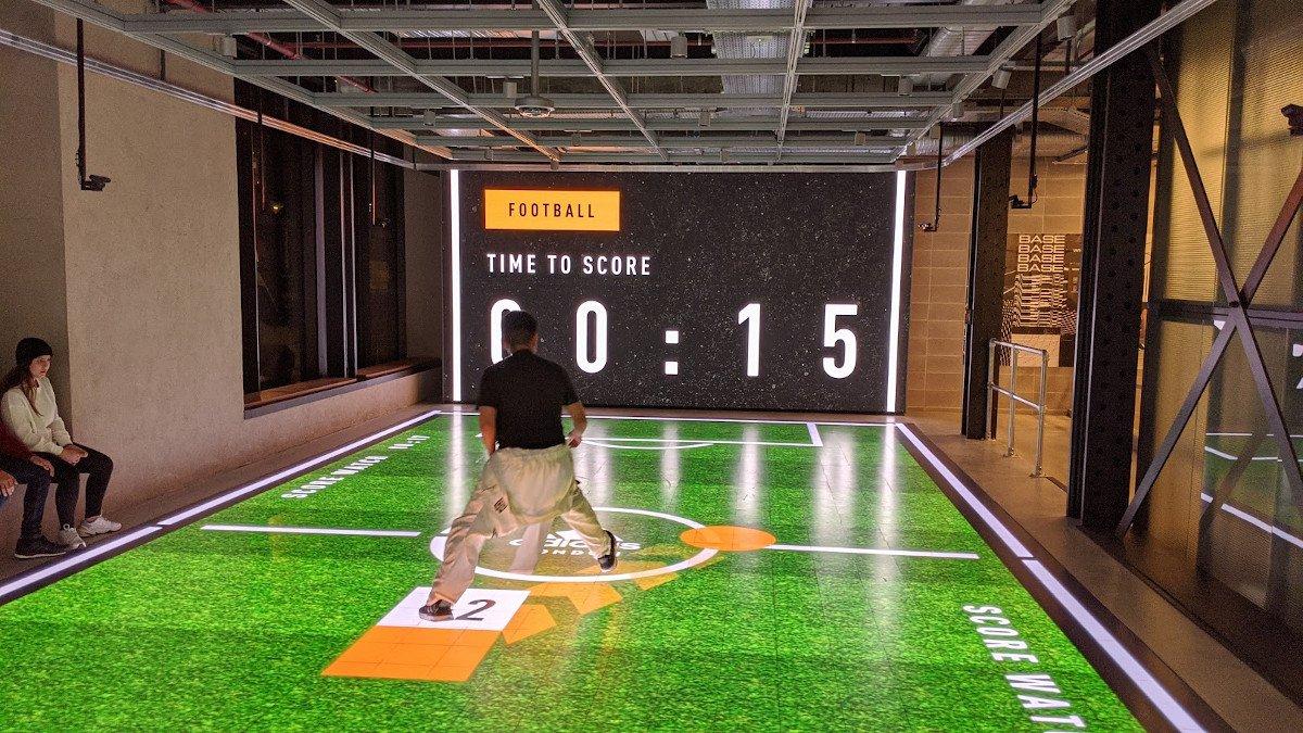 Gamifikation mit LED Football Pitch (Foto: invidis)