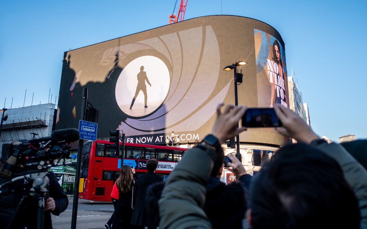 James Bond Trailer Premiere am Piccadilly Circus (Foto: Ocean Outdoor)