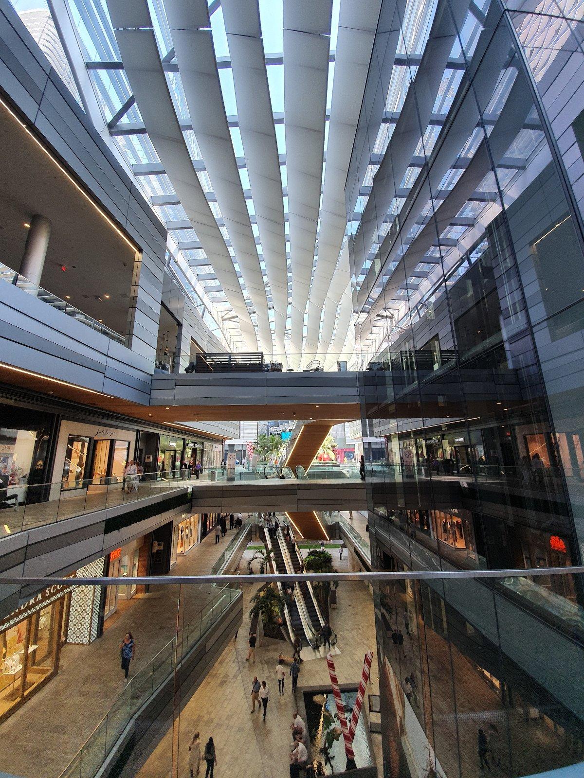 """""""Let them stare"""" – so lautet das Motto der neuesten Design-Mall in Miami und wird diesem architektonisch zu 100 % gerecht (Foto: umdasch)"""