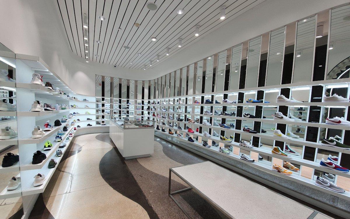 Im KITH Concept Store dominiert die Farbe Weiß – sei es im Ladendesign, den superteuren Sneakers oder bei den hippen Eiskreationen – alles was die Instagram-Community begehrt (Foto: umdasch)