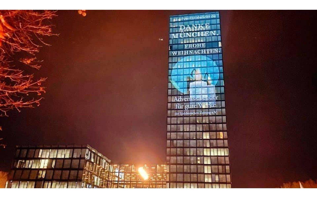 DooH-Werbung am SV-Hochaus in München (Foto: Holger Schellkopf / W&V)