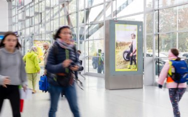 Railscreen von ÖBB-Werbung in Linz (Foto: Goldbach)