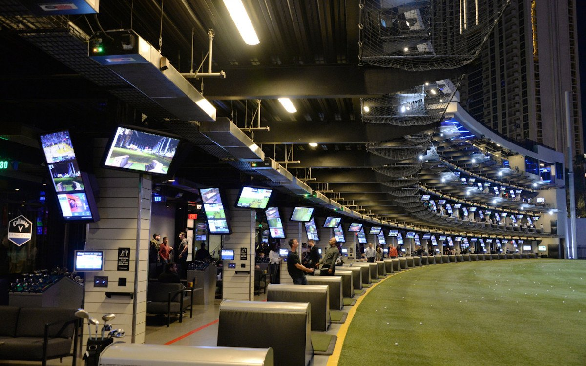 Mehr als 200 Displays pro Anlage - Topgolf Driving Range (Foto: LG)