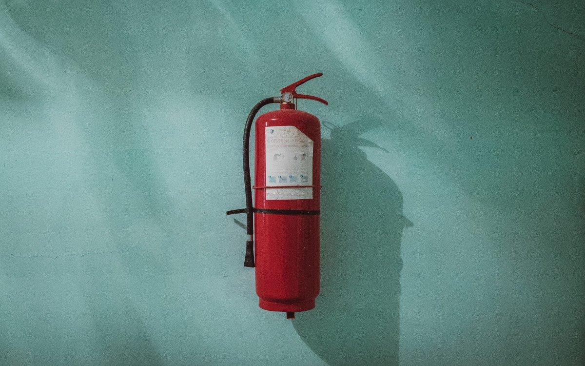 Brandschutz für Displays (Foto: Piotr Chrobot/Unsplash)