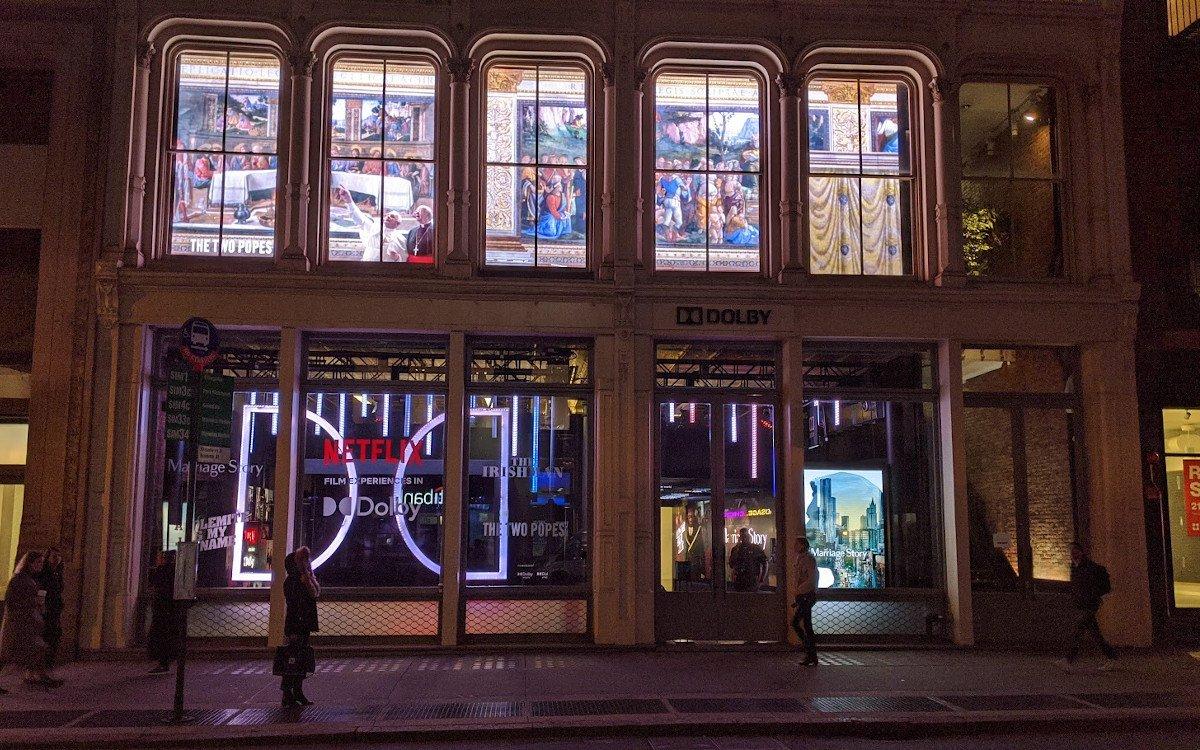 Die Päpste grüßen vom Fenster - Dolby SoHo New York City (Foto: invidis)
