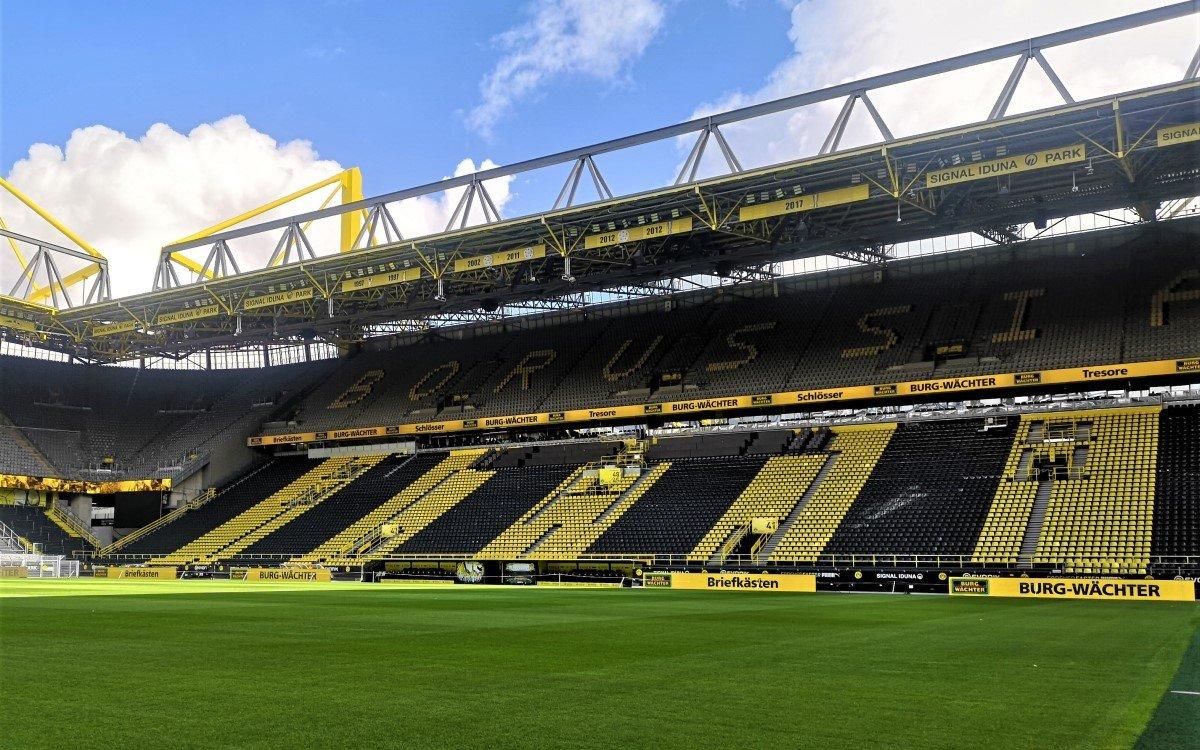 Expromo LED Oberrangbande im BVB-Stadion