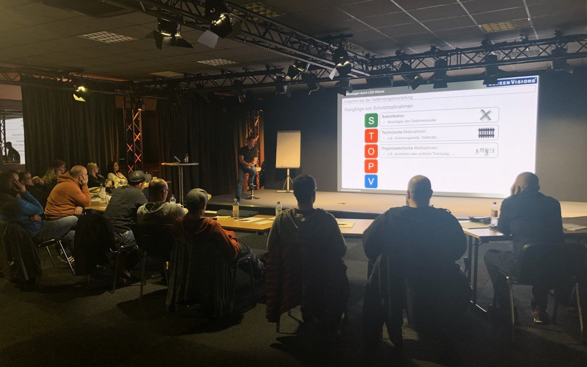 LED Safety Training bei Screen Visions