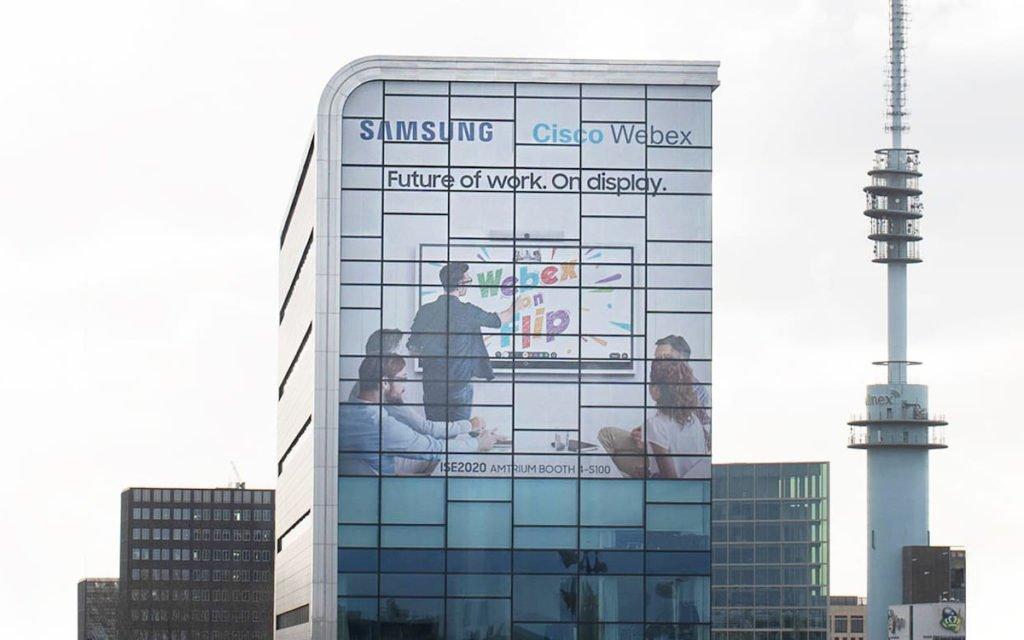 Die neue Partnerschaft von Samsung und Cisco auf der Fassade des Elicium (Foto: Samsung)