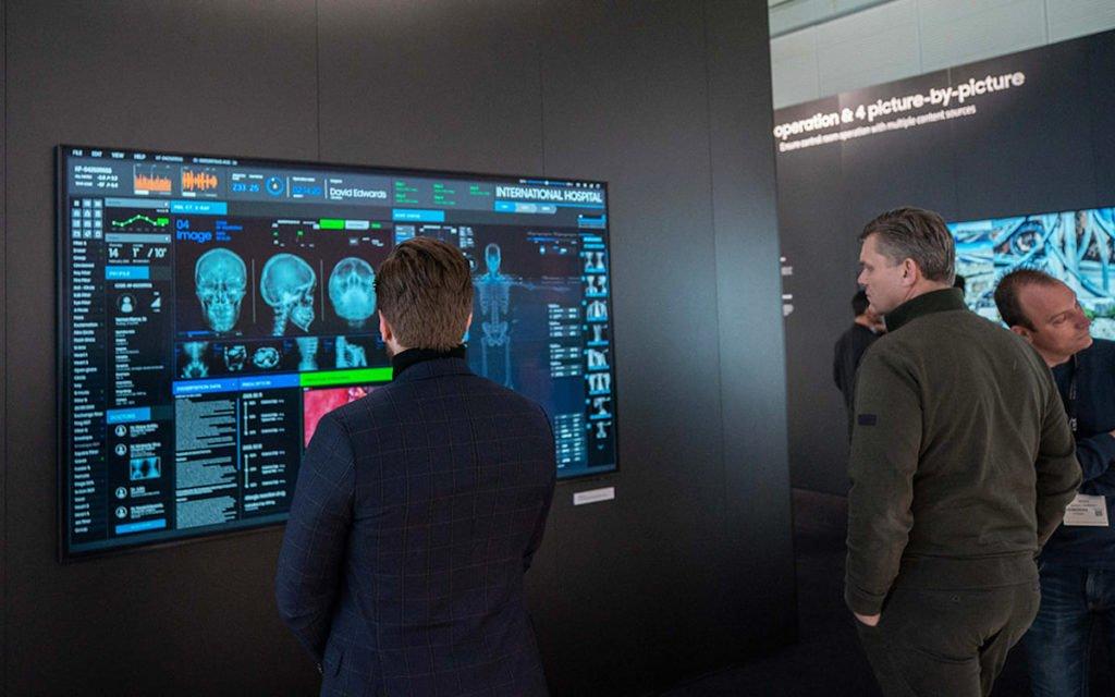 Professionelle 8k Displays von Samsung (Foto: Samsung)