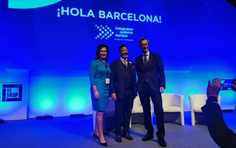 Hoher Besuch aus Barcelona - Bürgermeisterin und Minister zusamme mit ISE-Chef Mike Blackman (Foto: invidis)
