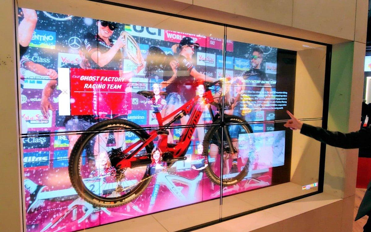 Interaktive tansparente OLED von LG am ISE 2020-Stand der Lang AG (Foto: Lang)