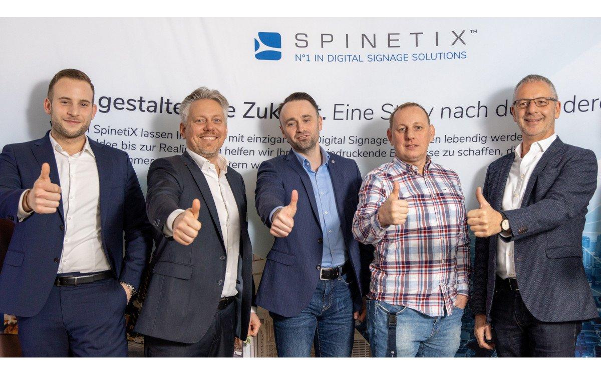 Robin Löhr (Vidco), Nikola Knezovic und Alexander Prez (beide Spinetix), Oliver Diener und Thomas Löhr (Vidco) (Foto: Vidco)