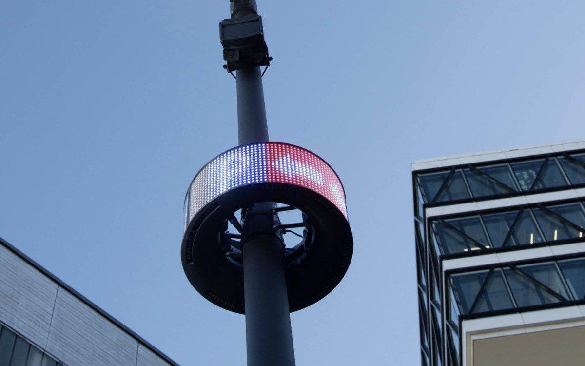Cleverciti Rund-LED an Straßenlaternen infomieren Parkplatzsuchende nun auch in Köln (Foto: Cleverciti)