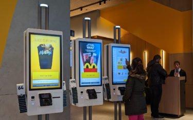 Neuste Generation der McDonalds Orderterminals (Foto: invidis)