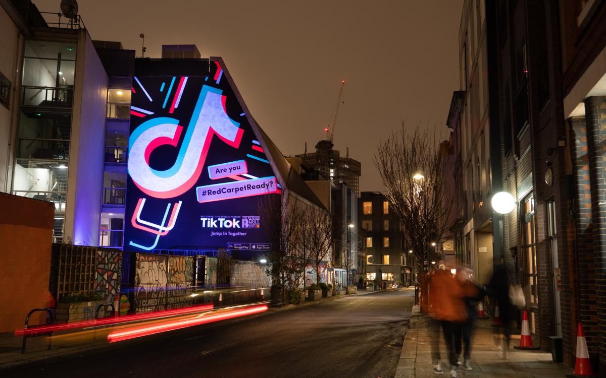 Die Werbekampagne wurde durch Kunst-Wandmalereien, digitale Installationen und großformatige Banner in und um London unterstützt (Foto: Talon)
