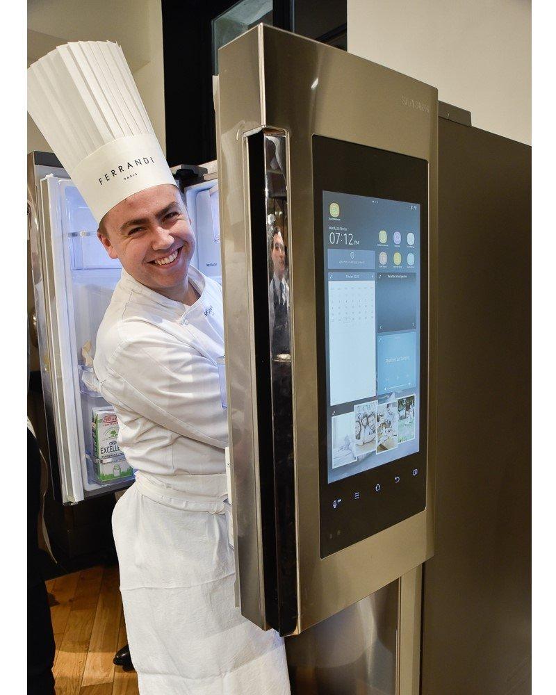 Natürlich fehlt es auch nicht an modernen Kühlschränken mit Displaylösung von Samsung (Foto: Samsung)
