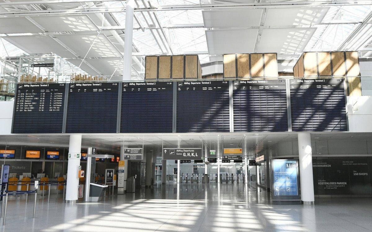 Leere FIDS-Screens - 95% weniger Passagiere am Flughafen München (Foto: FMG)