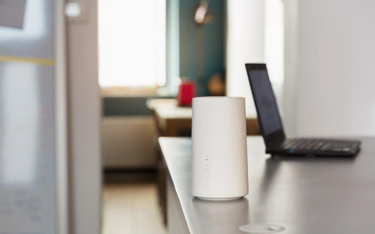 Haben Geschäftskunden Mitarbeiter im Home Office, stellt Vodafone den mobilen Router GigaCube bis zum 30. Juni mit unbegrenztem Datenvolumen bereit (Foto: Vodafone)