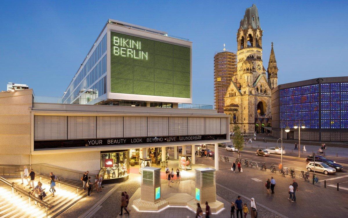 Die ersten CityTrees von Green City Solutions vor dem BIKINI in Berlin (Foto: Green City Solutions)